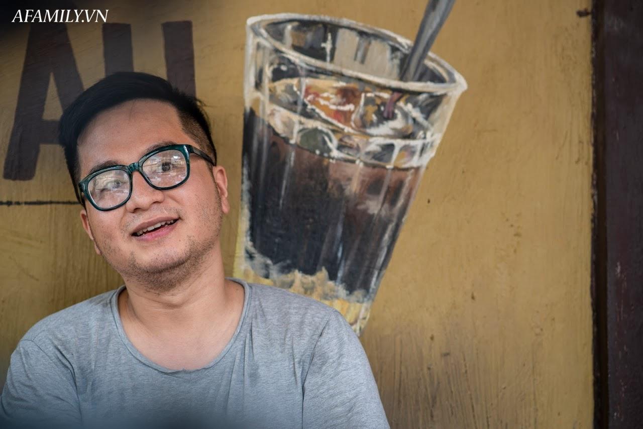 Quán cà phê vỉa hè vừa bé vừa cũ kỹ nhất Hà Nội, tồn tại gần thế kỷ qua 4 thế hệ vẫn đông khách vô cùng, 1 ngày bán cả nghìn cốc - Ảnh 5.