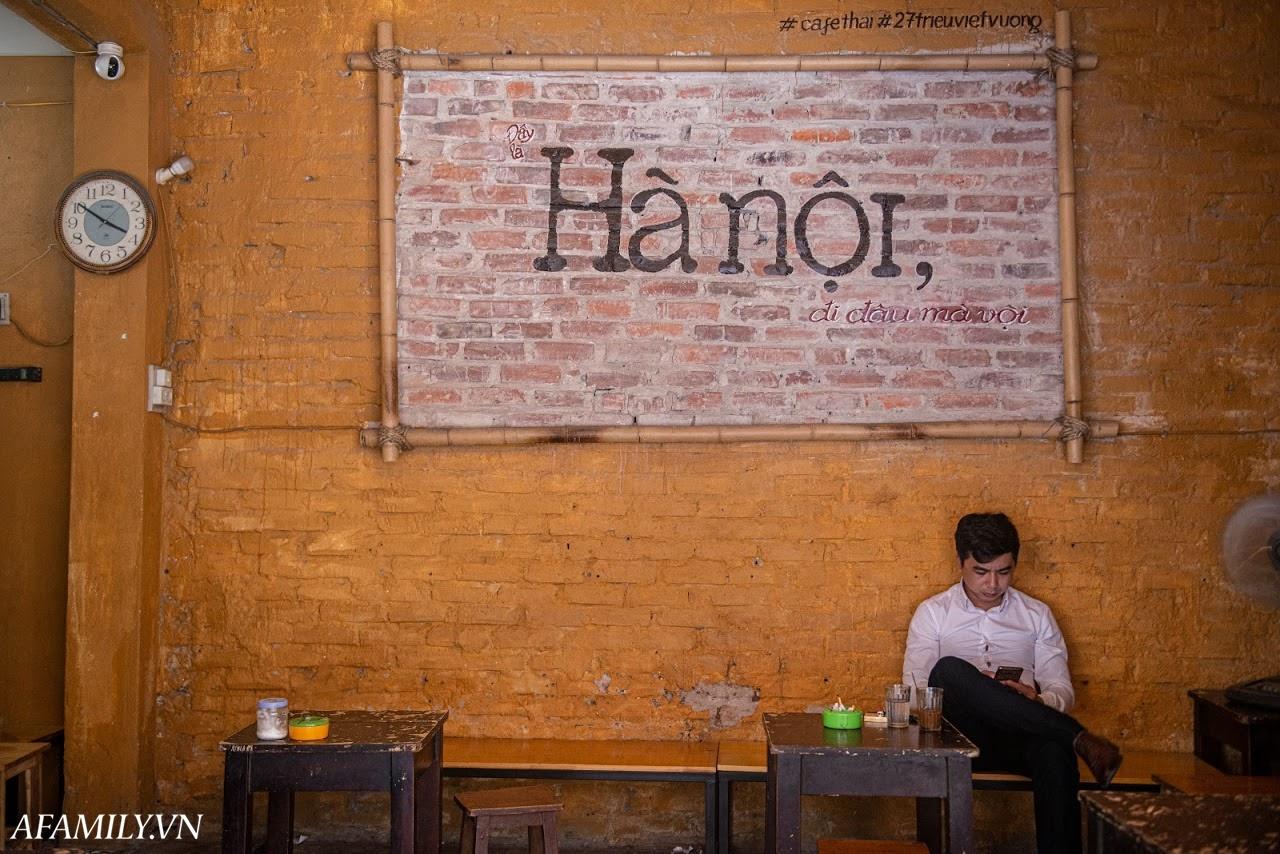 Quán cà phê vỉa hè vừa bé vừa cũ kỹ nhất Hà Nội, tồn tại gần thế kỷ qua 4 thế hệ vẫn đông khách vô cùng, 1 ngày bán cả nghìn cốc - Ảnh 24.