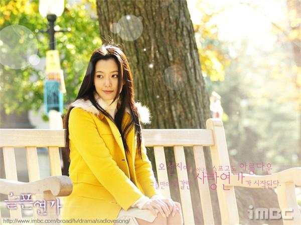 """Kim Hee Sun - Người phụ nữ duy nhất tự tin khẳng định đẹp hơn Kim Tae Hee: Từng đau đớn tới mức muốn bỏ showbiz, bỏ xứ mà đi vì con gái bị chê """"mẹ công đẻ con cú"""" - Ảnh 2."""