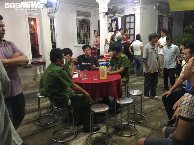 Gia đình hoảng hốt nhận thi thể người thân bị bỏ trong cốp xe từ Đà Nẵng ra Huế - Ảnh 3.