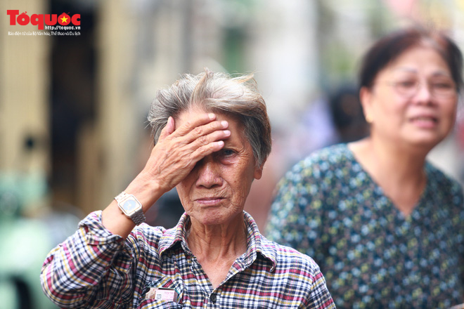 Bí thư Nguyễn Thiện Nhân bật khóc khi viếng bé trai bị cây phượng vĩ đè tử vong tại trường - Ảnh 6.