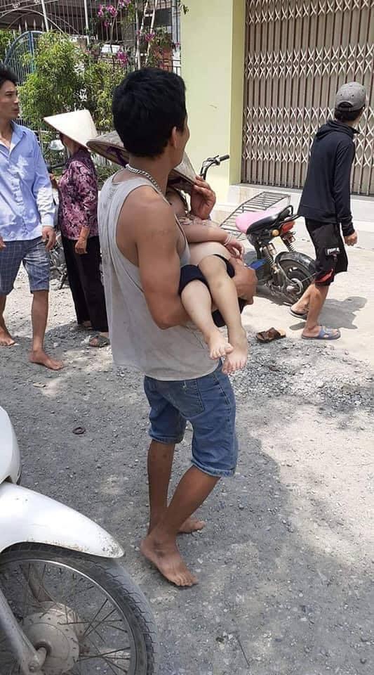 Ninh Bình: Ra bờ sông cạnh nhà 2 cháu bé đuối nước thương tâm - Ảnh 1.