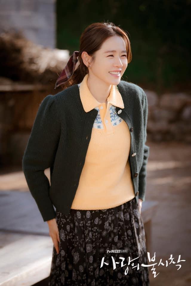 """Lên đồ hóa gái quê như Son Ye Jin, Lan Phương lại nhận cái kết """"đắng"""" vì ham phụ kiện quá đà - Ảnh 4."""