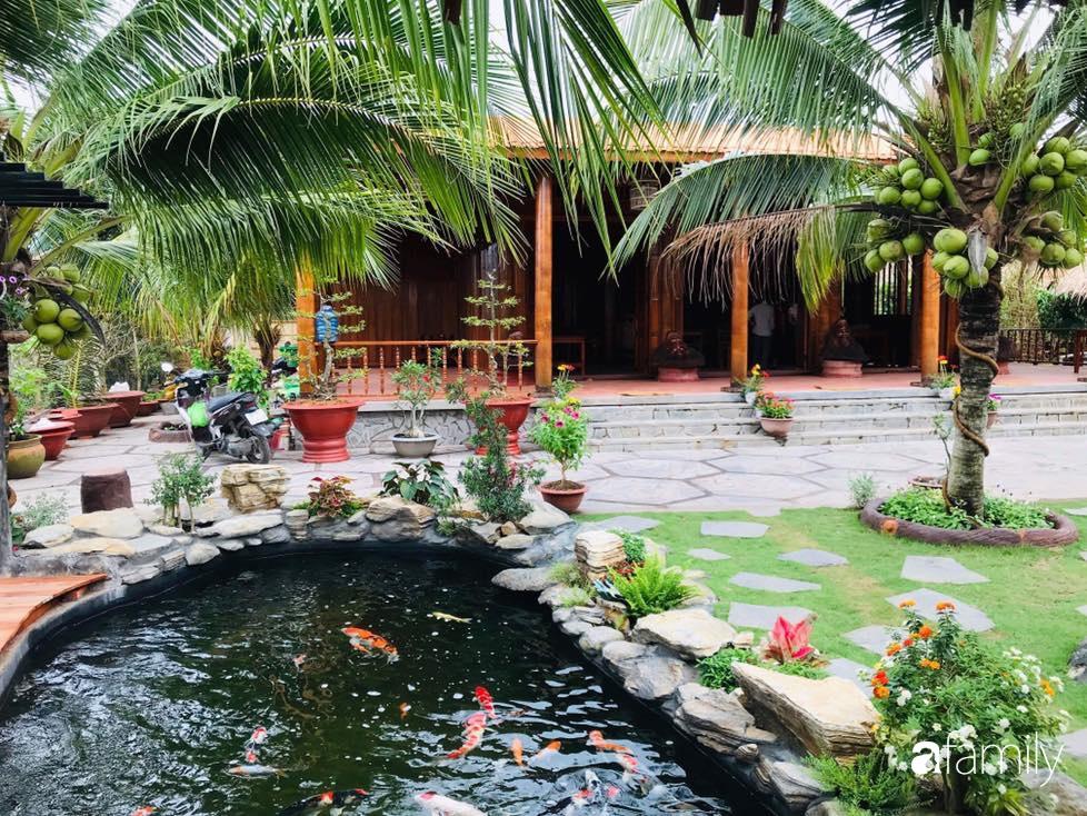Ngôi nhà làm từ 4000 trái dừa có chi phí xây dựng lên đến 6 tỉ và tâm nguyện của chủ nhà khiến ai cũng bất ngờ - Ảnh 2.