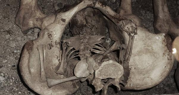 """Bí ẩn bộ hài cốt 1.300 năm tuổi """"sinh con"""" trong quan tài, hiện tượng khiến nhiều người """"nổi da gà"""" đến nay vẫn còn ấn chứa nhiều bí mật - Ảnh 4."""