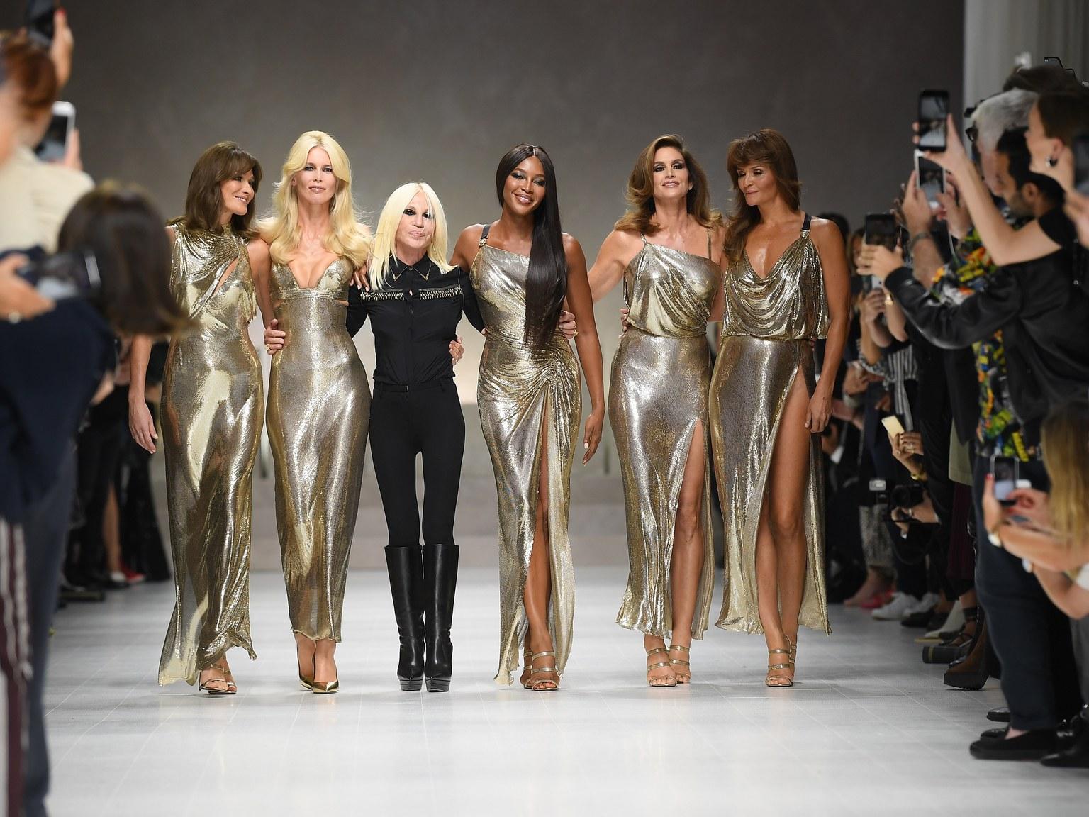 """""""Nữ vương thương hiệu Versace"""" Donatella Versace: """"Búp bê sống"""" của anh trai thời thơ ấu, nghiện ngập rồi tới nhan sắc biến dạng do nghiện thẩm mỹ  - Ảnh 10."""