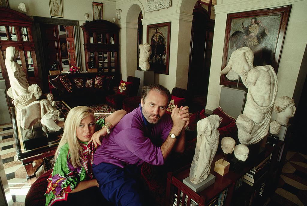 """""""Nữ vương thương hiệu Versace"""" Donatella Versace: """"Búp bê sống"""" của anh trai thời thơ ấu, nghiện ngập rồi tới nhan sắc biến dạng do nghiện thẩm mỹ  - Ảnh 3."""