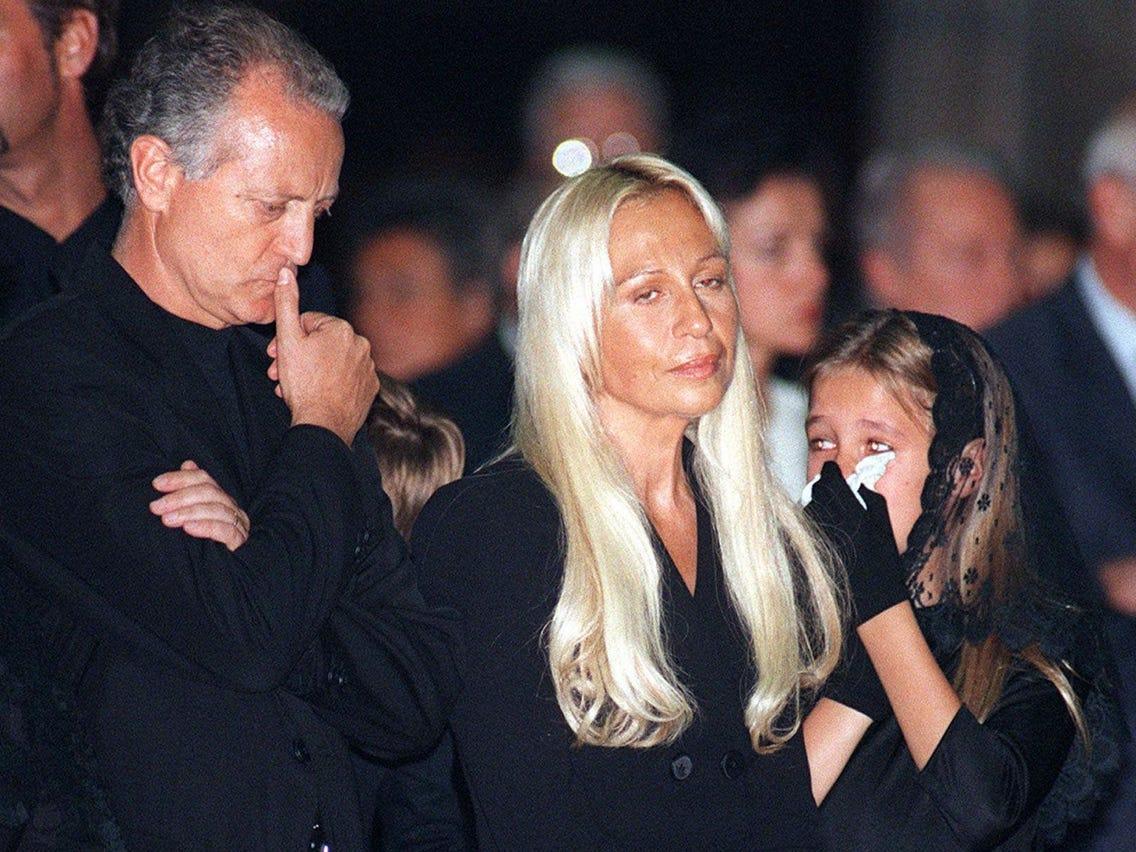 """""""Nữ vương thương hiệu Versace"""" Donatella Versace: """"Búp bê sống"""" của anh trai thời thơ ấu, nghiện ngập rồi tới nhan sắc biến dạng do nghiện thẩm mỹ  - Ảnh 7."""
