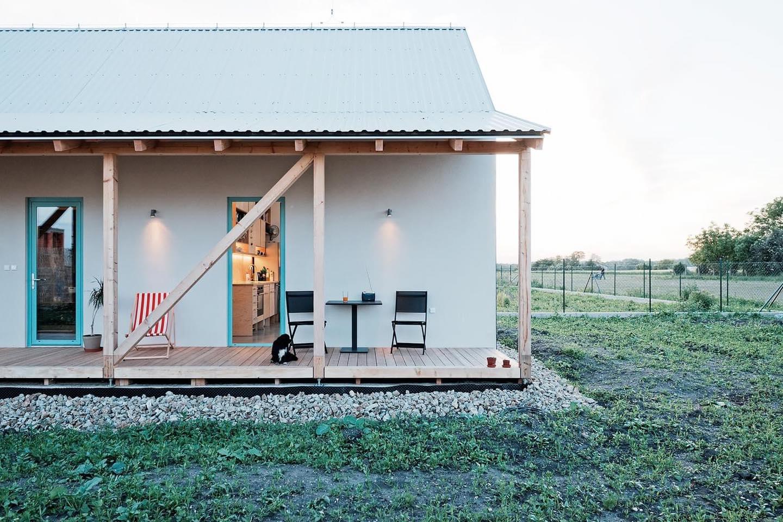Ngôi nhà cấp 4 với những bức tường kính trong suốt đón trọn ánh sáng và gió trời của đồng quê xung quanh - Ảnh 11.