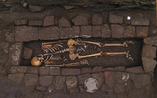"""Bí ẩn bộ hài cốt 1.300 năm tuổi """"sinh con"""" trong quan tài, hiện tượng khiến nhiều người """"nổi da gà"""" đến nay vẫn còn ấn chứa nhiều bí mật - Ảnh 1."""