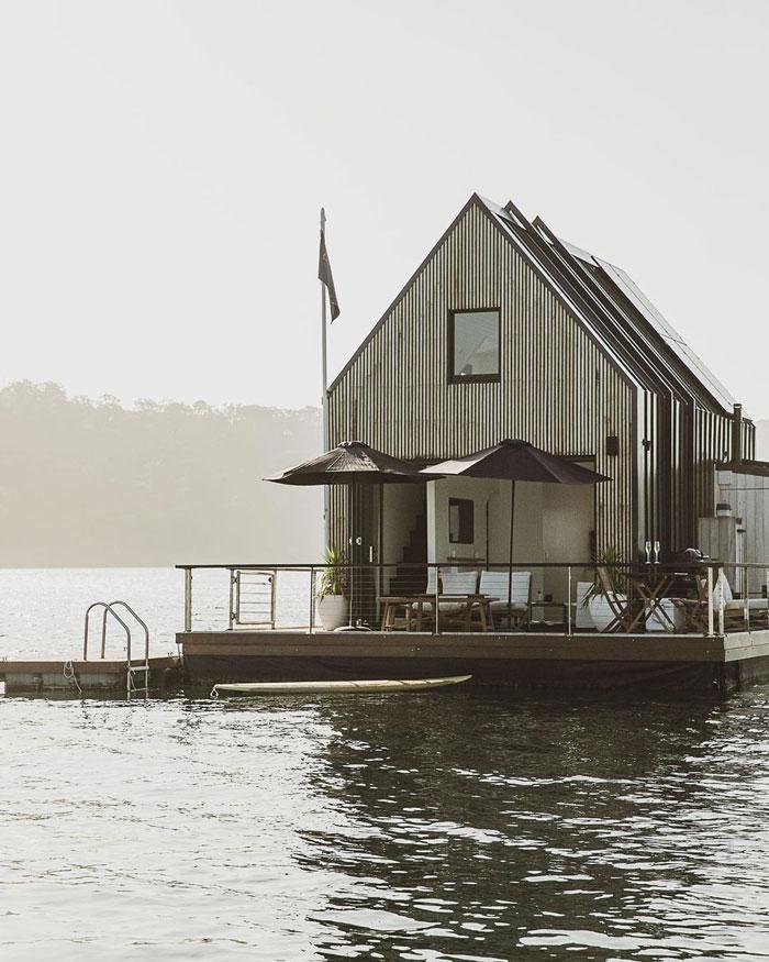Ngôi nhà nổi trên nước sử dụng năng lượng mặt trời  - Ảnh 2.