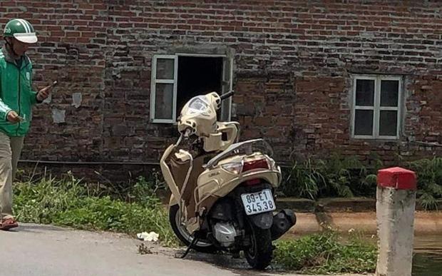 Hưng Yên: Phát hiện thi thể người phụ nữ cùng chiếc xe máy dưới ao sau khi liên hoan