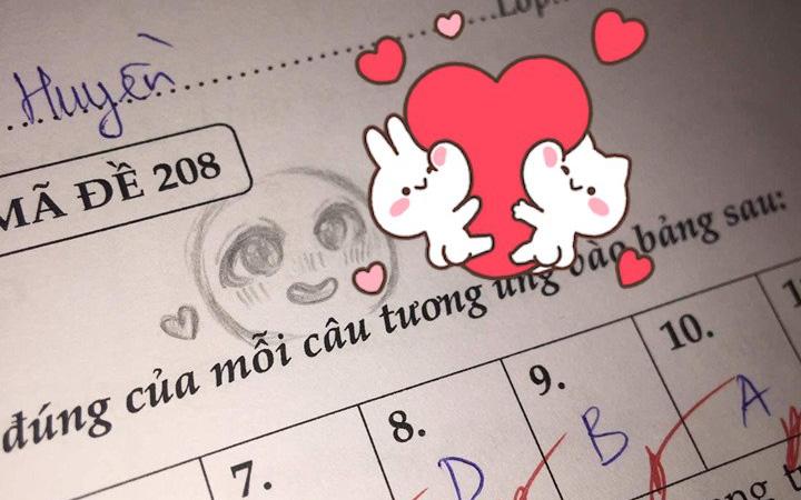 Cả gan vẽ mặt cười vào bài kiểm tra, cô giáo không quở trách lại có hành động đáp trả xứng tầm khiến học sinh hú hét