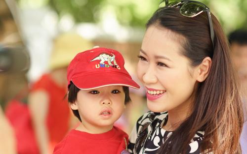 Hoa hậu Dương Thùy Linh nói con trai mình sống sướng như Hoàng tử Anh, ai nấy đều hoài nghi nhưng biết điều này liền xuýt xoa