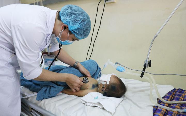 Liên tiếp nhận 3 bệnh nhi nhập viện do đuối nước, trong đó có 1 trường hợp trong tình trạng nguy kịch