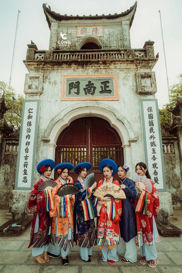 Ngắm trọn bộ ảnh kỷ yếu lớp chuyên Pháp trường Lê Hồng Phong - Nam Định  với 28 bộ đồ cổ trang thuê từ nhà thiết kế phim Phượng Khấu, MV Hòa Minzy - Ảnh 3.