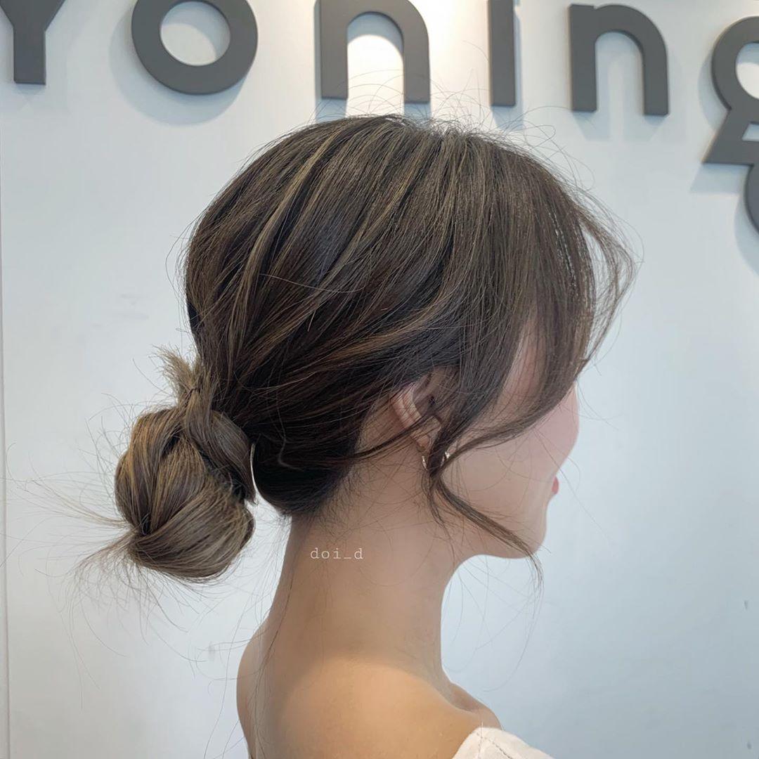 Thị phạm 3 kiểu tóc búi thấp mà các cô nàng xứ Kim Chi thường diện vào mùa Hè: Mát lịm mà vẫn cực sang, chưa mất 1 phút đã xong ngay - Ảnh 2.