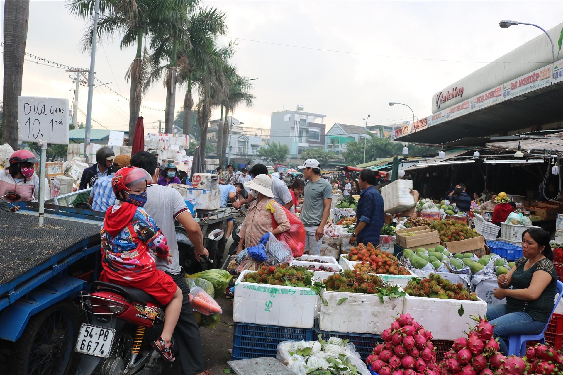 Khám phá những khu chợ đầu mối lớn nhất Việt Nam - Ảnh 6.