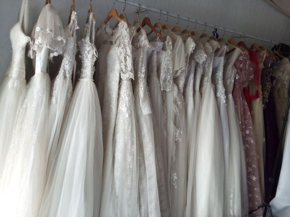 Váy cưới thanh lý chỉ 200 ngàn đến 1,5 triệu/chiếc, cô dâu Việt thích thú order nhằm tiết kiệm 1 khoản ngày cưới - Ảnh 1.