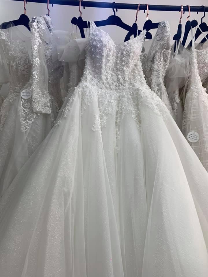 Váy cưới thanh lý chỉ 200 ngàn đến 1,5 triệu/chiếc, cô dâu Việt thích thú order nhằm tiết kiệm 1 khoản ngày cưới - Ảnh 3.