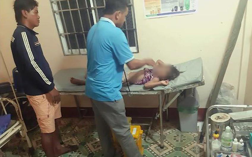 Vụ bé gái 6 tuổi bị cha ruột bạo hành như thời trung cổ: Xót xa hoàn cảnh của 2 em nhỏ còn lại