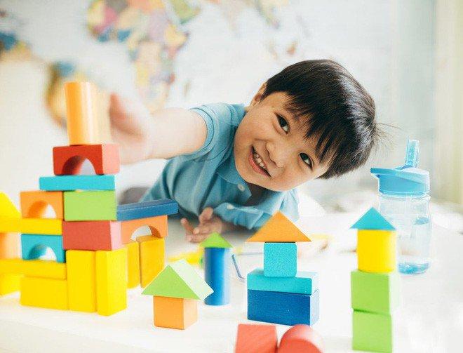 """Muốn con lớn lên """"làm toán nhoay nhoáy như thần đồng"""" bố mẹ chỉ cần chăm chỉ chơi trò này mỗi ngày cho con là đủ - Ảnh 1."""