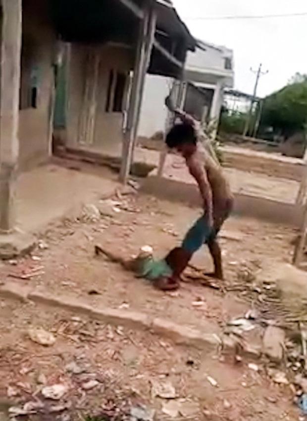 Vụ bé gái 6 tuổi bị cha ruột bạo hành như thời trung cổ: 2 em nhỏ còn lại phải gửi về quê ngoại vì không người chăm sóc - Ảnh 2.