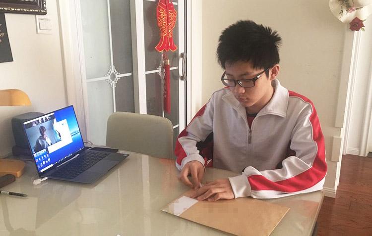 Thầy Toán nổi tiếng bị tố giúp học sinh gian lận trong kỳ thi thử của Sở GD-ĐT Hà Nội, người trong nghề bức xúc: Đây là hành vi trái đạo đức - Ảnh 1.