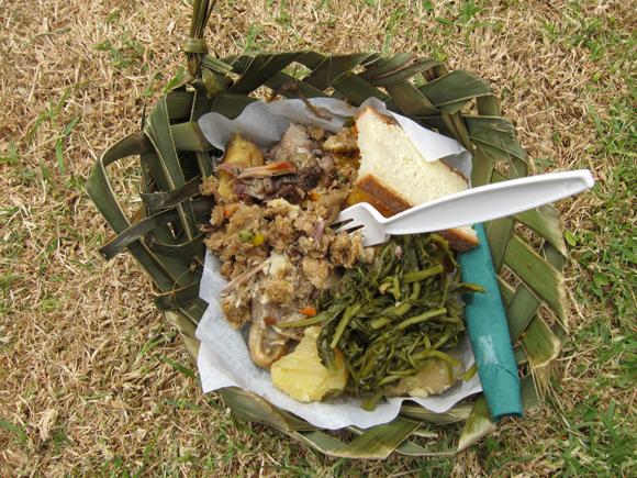 Thấy người dân đổ đầy thịt cùng các loại rau củ xuống hố, du khách ghê bẩn nhưng rồi phát cuồng vì món ăn kỳ lạ tưởng không ngon mà ngon không tưởng - Ảnh 8.