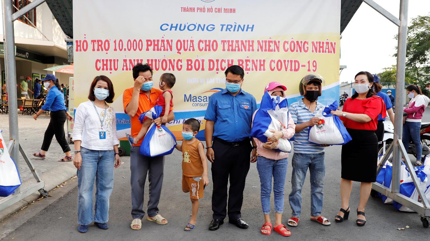 Masan Consumer trao tặng 10.000 phần quà cho công nhân các khu công nghiệp tại Tp. Hồ Chí Minh - Ảnh 1.
