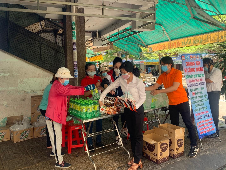 Masan Consumer trao tặng 10.000 phần quà cho công nhân các khu công nghiệp tại Tp. Hồ Chí Minh - Ảnh 4.