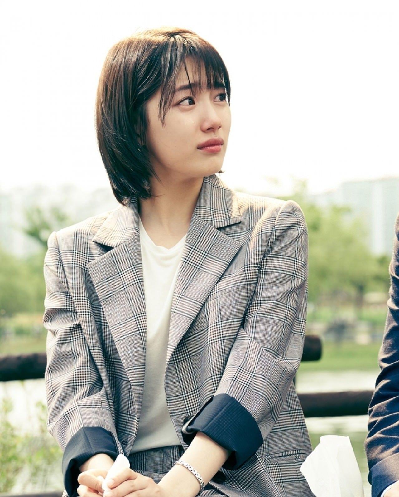 Nhìn dàn sao trong phim Hàn mà học được bao cách lên đồ với áo thun trắng, diện lên mắt mẻ lại vừa sang - Ảnh 8.