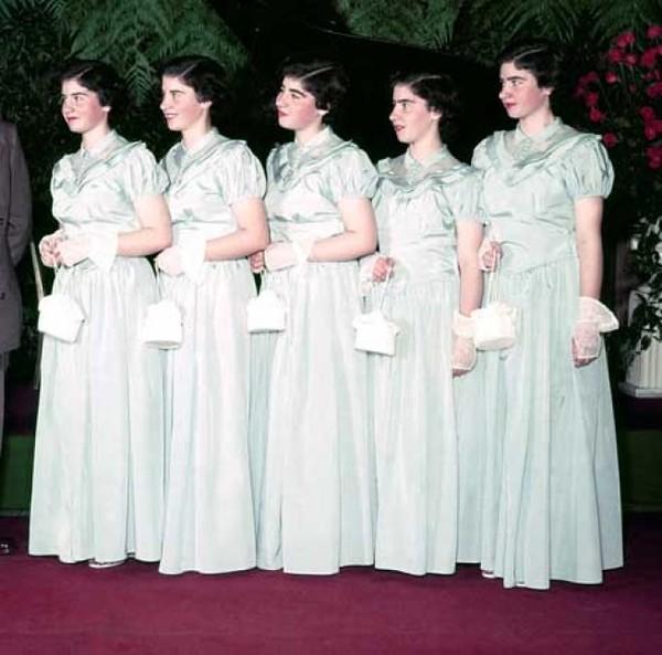 Cuộc đời đầy gian truân của 5 chị em gái trong ca sinh 5 đầu tiên vô cùng hiếm trên thế giới, trở thành trò mua vui cho thiên hạ rồi bị cha đẻ lạm dụng - Ảnh 13.
