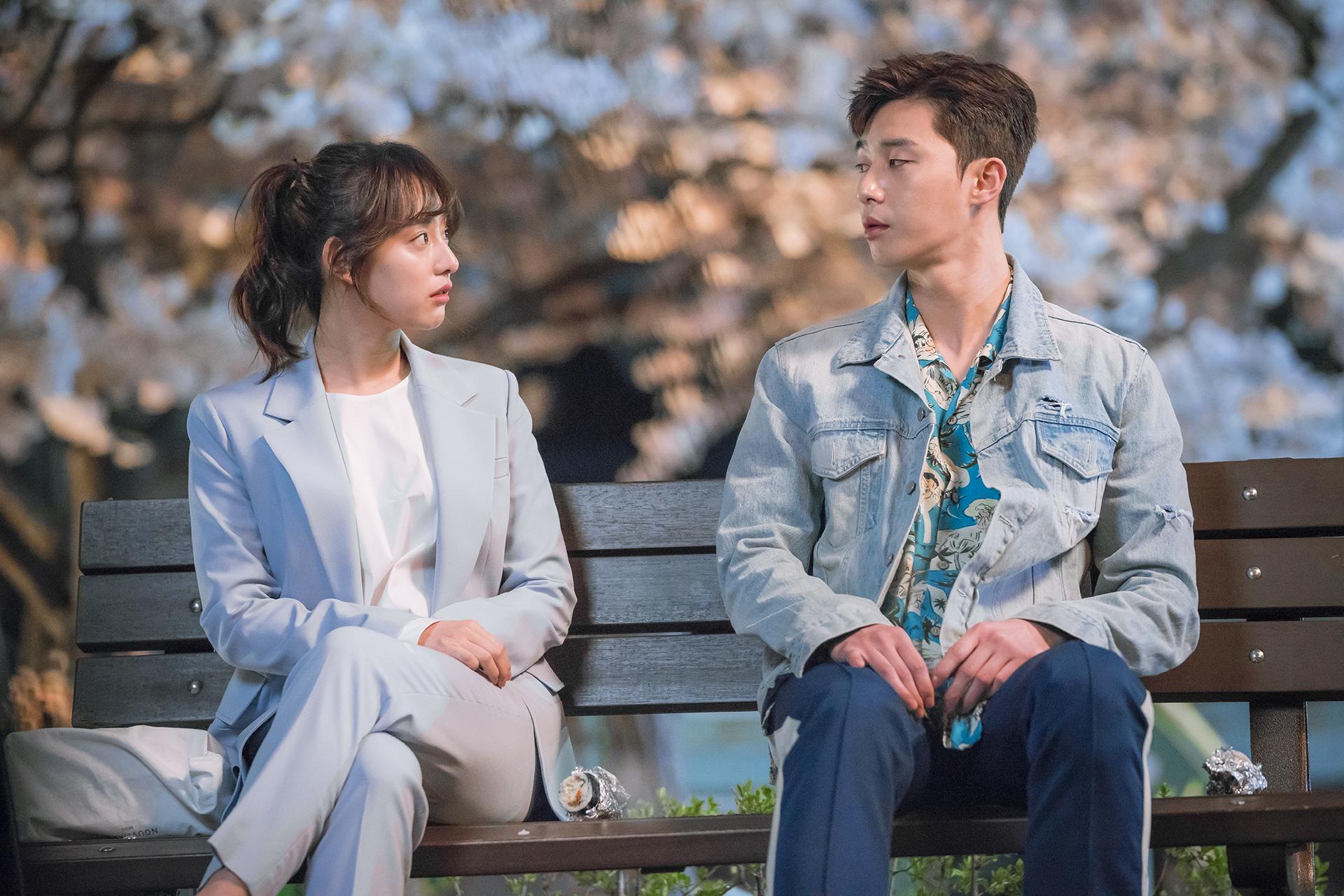 Nhìn dàn sao trong phim Hàn mà học được bao cách lên đồ với áo thun trắng, diện lên mắt mẻ lại vừa sang - Ảnh 7.