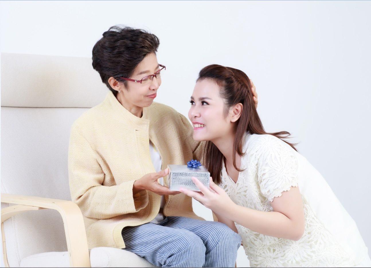 Kinh nghiệm lựa chọn món quà phù hợp cho Ngày của Mẹ, để xuống tiền chắc chắn mẹ nhận được sẽ ưng ngay - Ảnh 3.