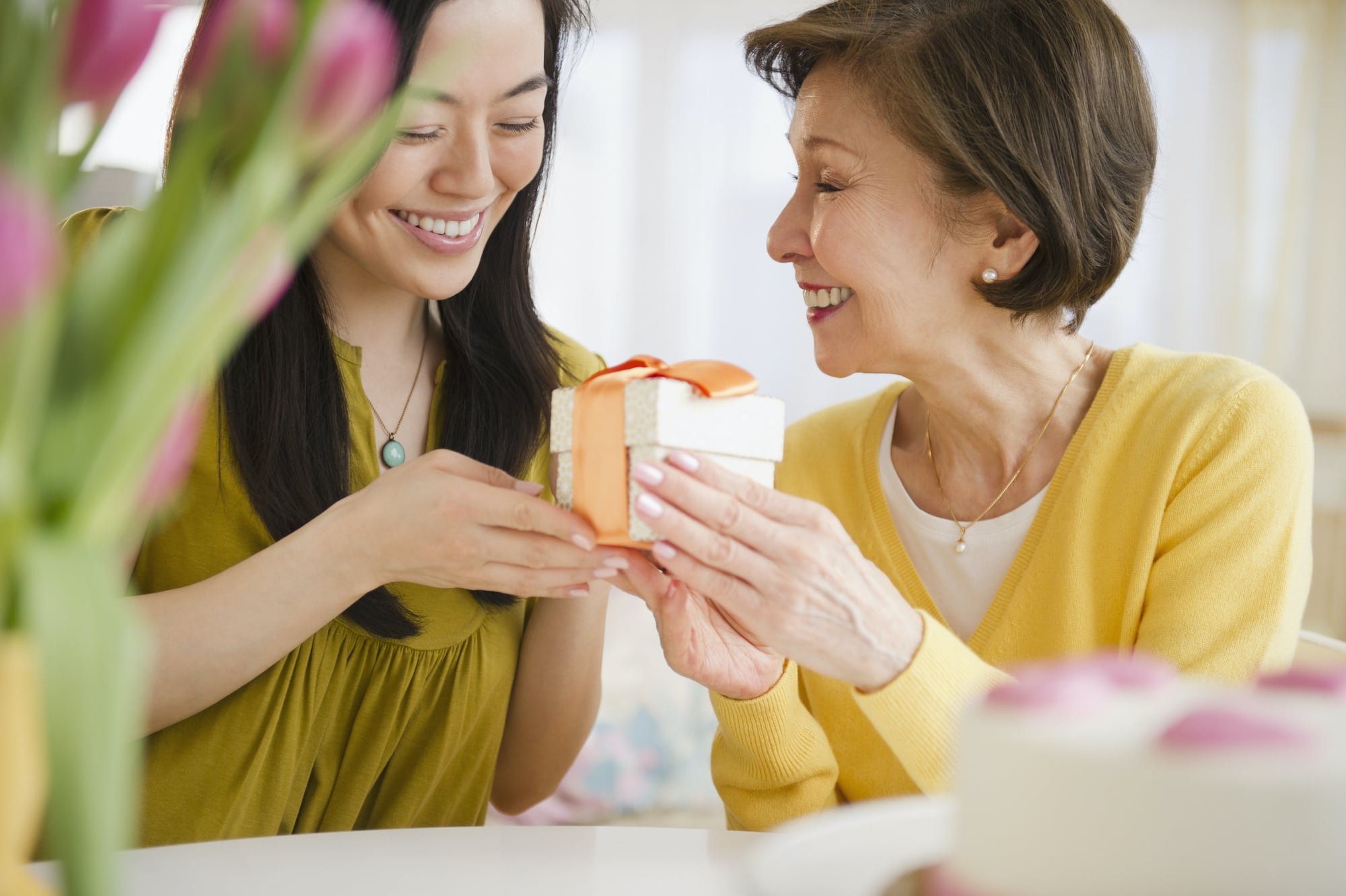Kinh nghiệm lựa chọn món quà phù hợp cho Ngày của Mẹ, để xuống tiền chắc chắn mẹ nhận được sẽ ưng ngay - Ảnh 2.