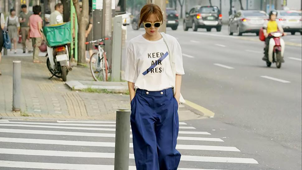 Nhìn dàn sao trong phim Hàn mà học được bao cách lên đồ với áo thun trắng, diện lên mắt mẻ lại vừa sang - Ảnh 2.