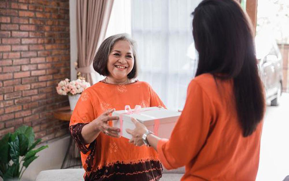 Các combo quà tặng trong Ngày của Mẹ vô cùng hấp dẫn, ngồi nhà vẫn mua được quà giảm giá tới 98%