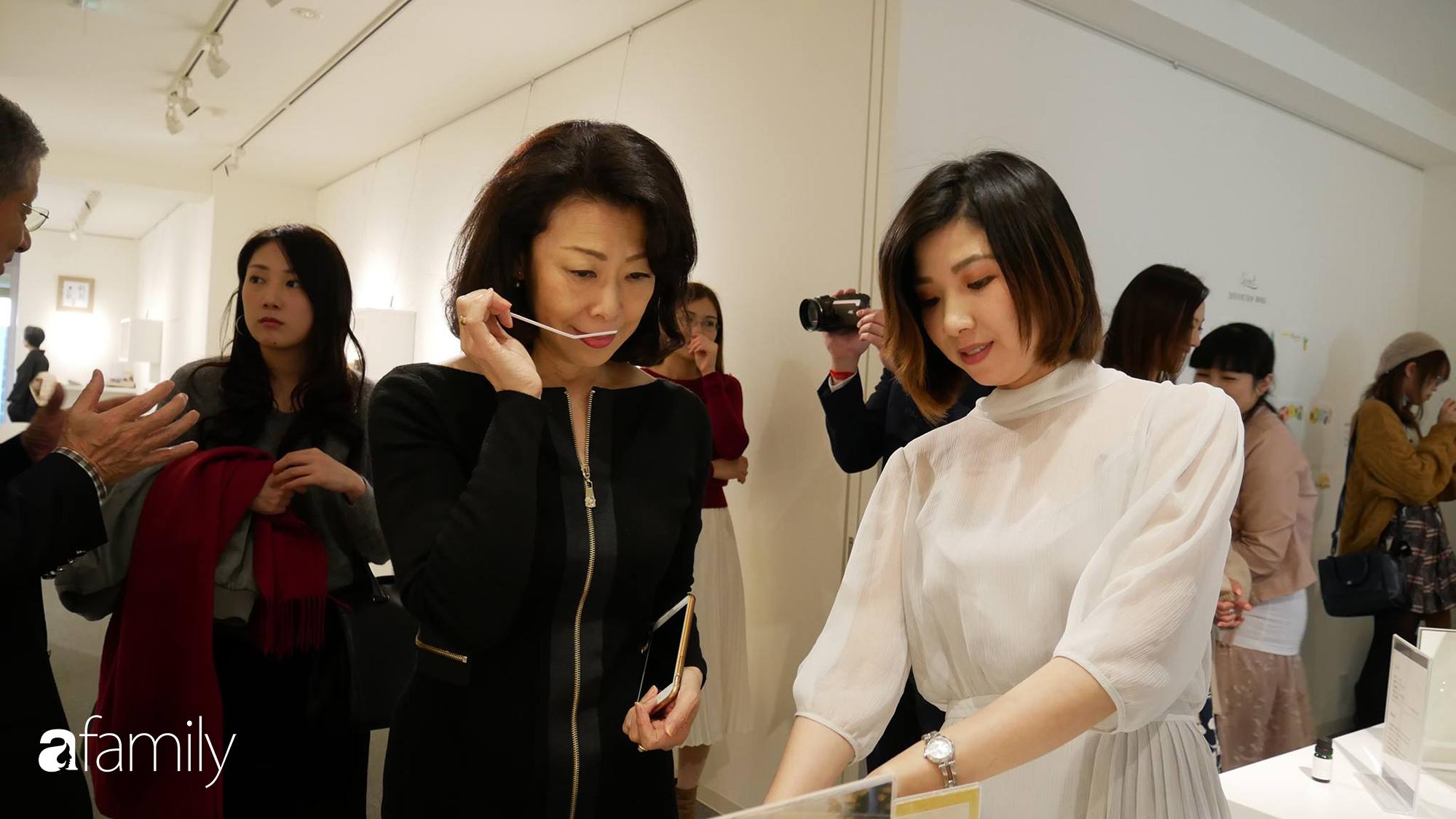 Rei Nguyễn - Nghệ sĩ nước hoa người Việt đầu tiên tổ chức triển lãm tại Nhật Bản, từ bỏ nghề Ngân hàng để được cháy hết mình trong thế giới mùi hương - Ảnh 5.