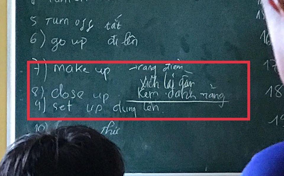 Lên bảng làm bài tập Tiếng Anh, nam sinh đứng hình vì quên sạch kiến thức, bí quá nên viết liều khiến cả lớp cười đau bụng - Ảnh 1.
