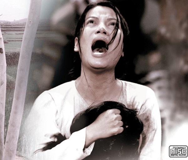 """Phim Việt về tình mẹ không thể bỏ qua: Thu Trang làm mẹ khờ nuôi con, Trương Ngọc Ánh gây sửng sốt với """"Áo lụa Hà Đông""""  - Ảnh 8."""