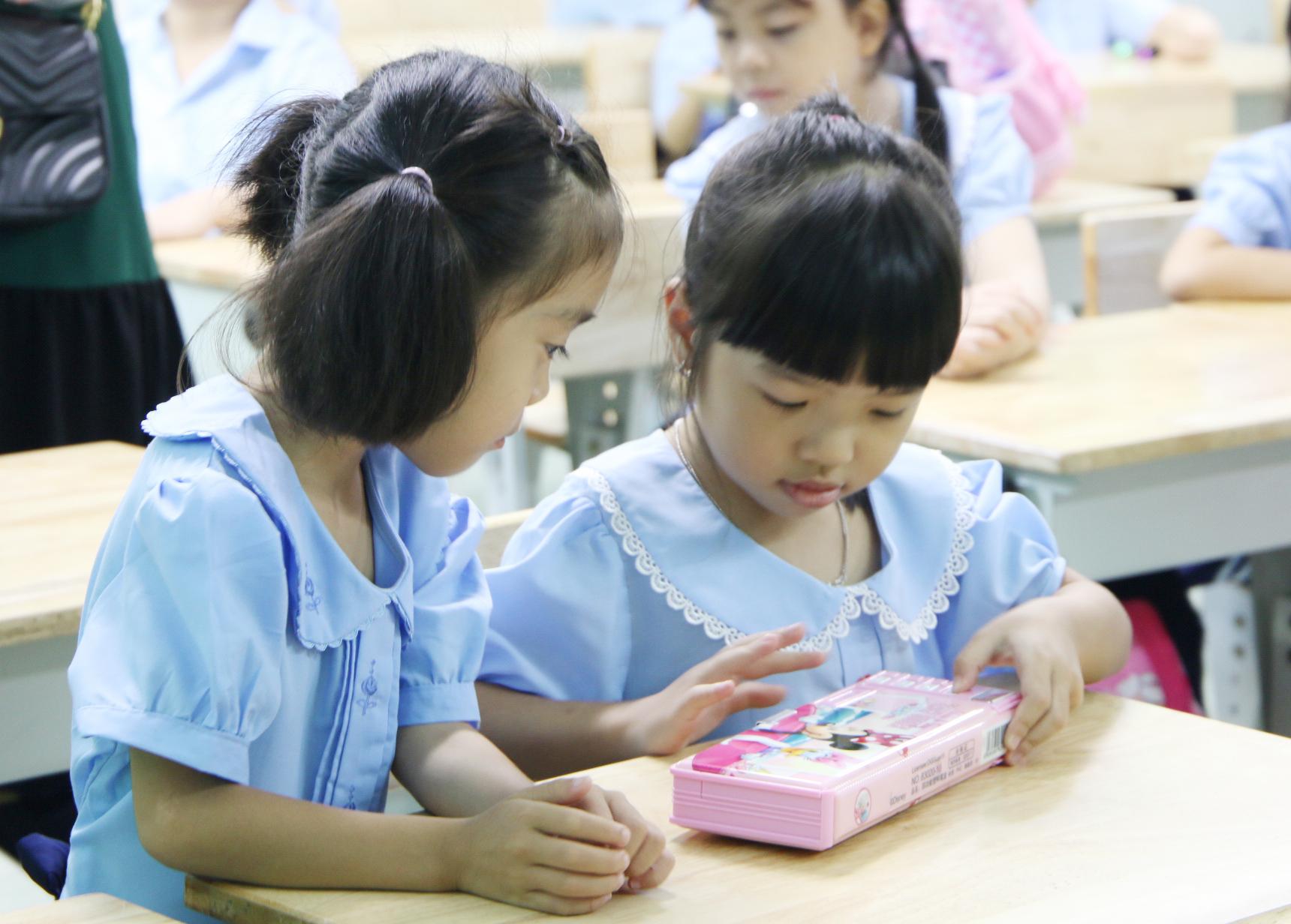 Chỉ đạo mới của Thủ tướng: Học sinh sẽ không bắt buộc đeo khẩu trang và không giãn cách trong lớp học - Ảnh 3.