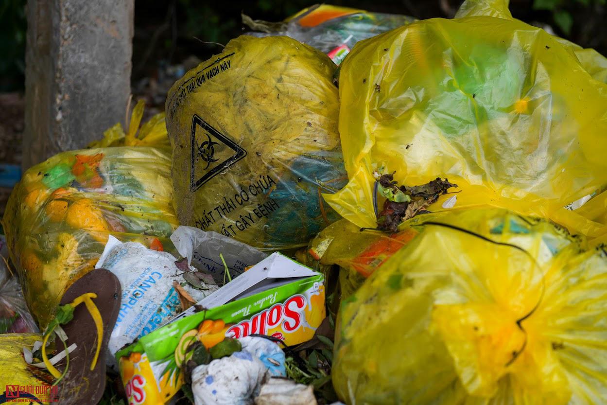 Ngổn ngang rác thải y tế nguy hại đổ bừa bãi tại Hạ Lôi - Ảnh 7.