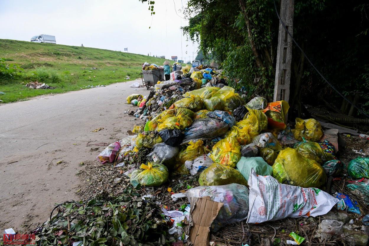 Ngổn ngang rác thải y tế nguy hại đổ bừa bãi tại Hạ Lôi - Ảnh 2.