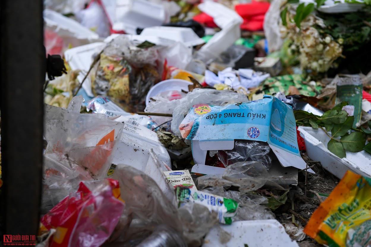Ngổn ngang rác thải y tế nguy hại đổ bừa bãi tại Hạ Lôi - Ảnh 8.
