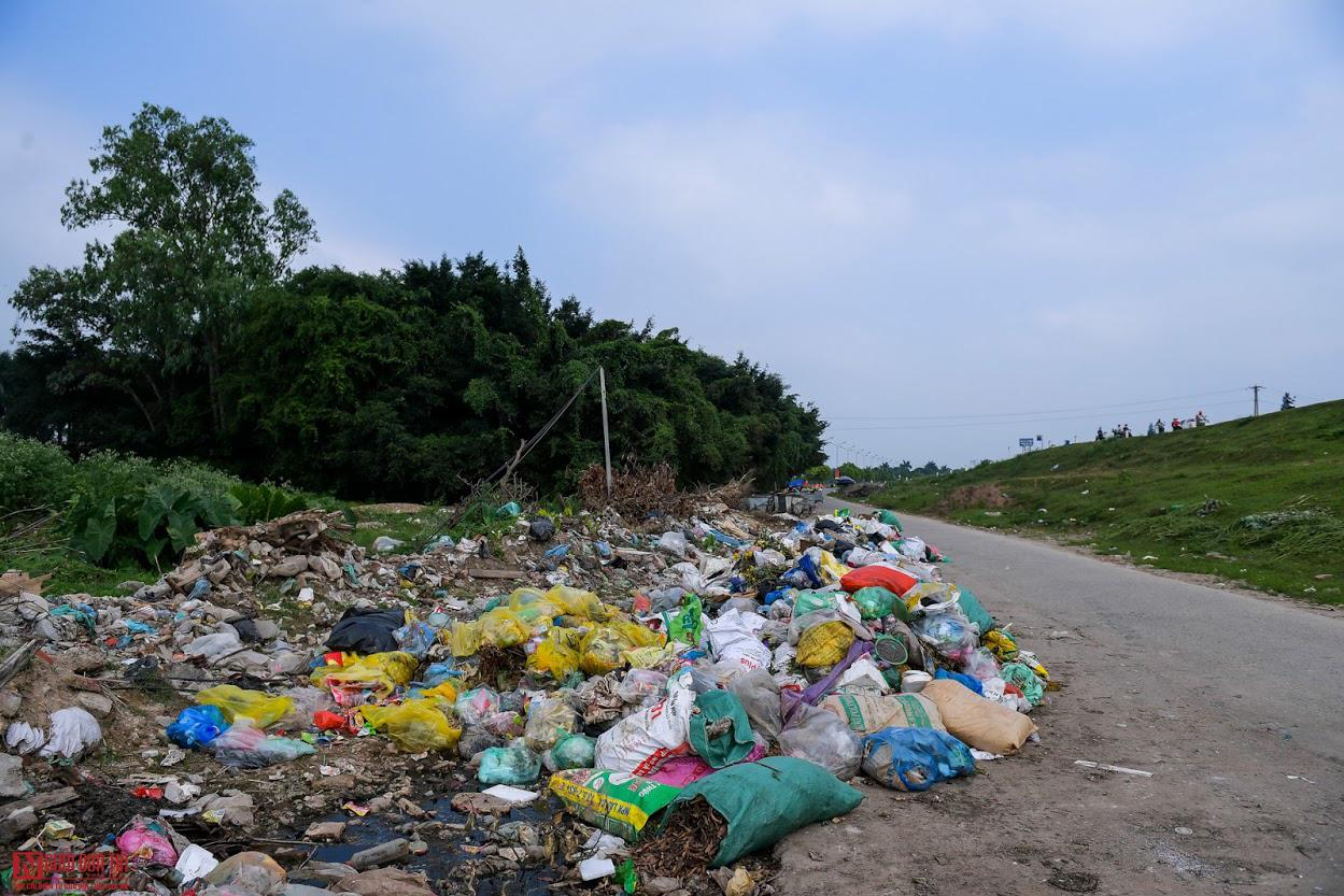 Ngổn ngang rác thải y tế nguy hại đổ bừa bãi tại Hạ Lôi - Ảnh 3.