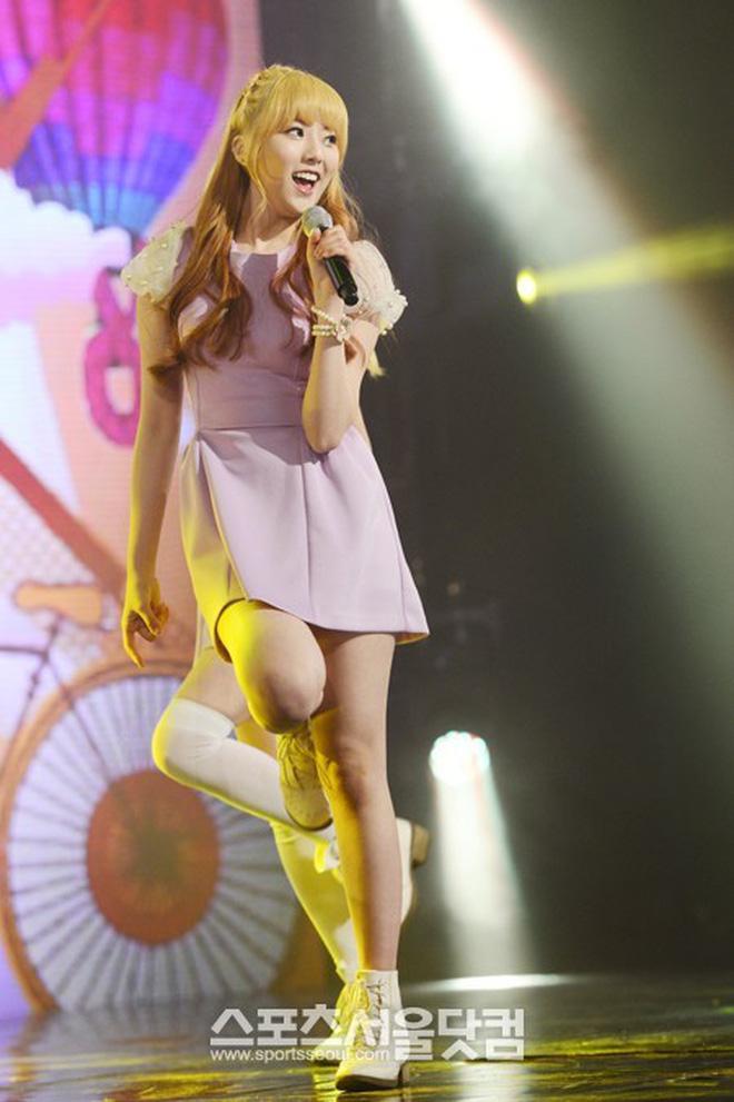 Nữ idol vô danh 2 lần debut nhưng vẫn thất bại, ai dè nổi sau 1 đêm chỉ nhờ màn thoát xác từ 'cute' sang bốc lửa - Ảnh 2.