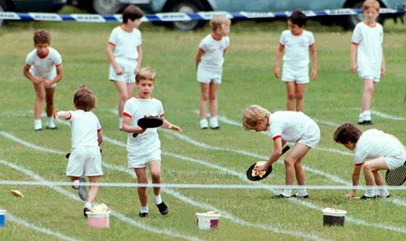 Ngày của Mẹ: Lại nhớ Công nương Diana lúc sinh thời, từng phá vỡ quy tắc Hoàng gia để tham gia cuộc chạy thi tại trường của các Hoàng tử khiến người hâm mộ nức lòng - Ảnh 6.