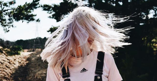 Stress nặng sẽ làm tóc bạc chỉ trong một thời gian ngắn: Chuyên gia lý giải 5 lý do tai hại cần phải sửa để lấy lại màu tóc đen tự nhiên nhất - Ảnh 2.