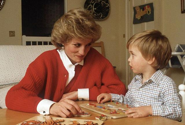 Ngày của Mẹ: Lại nhớ Công nương Diana lúc sinh thời, từng phá vỡ quy tắc Hoàng gia để tham gia cuộc chạy thi tại trường của các Hoàng tử khiến người hâm mộ nức lòng - Ảnh 12.